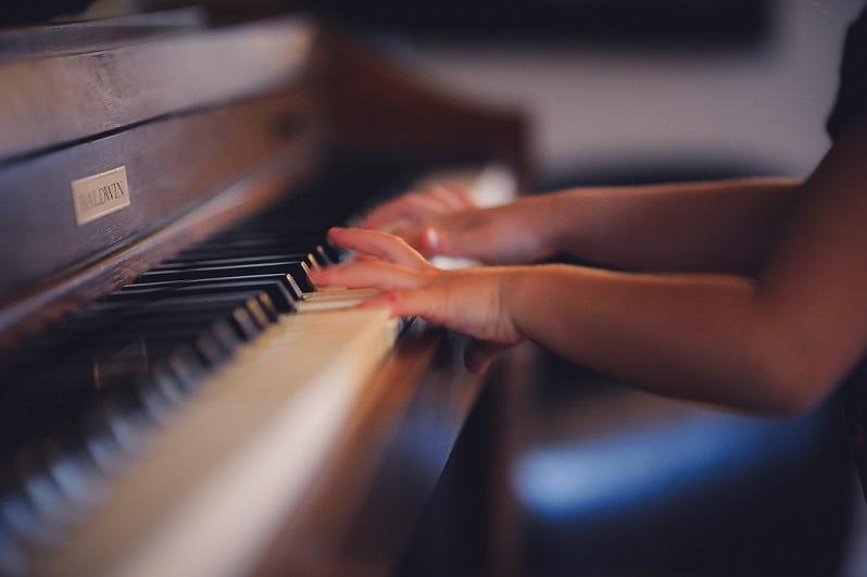 Piano clark-young-143623-unsplash